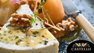 Синьо сирене с мариновани круши и орехи