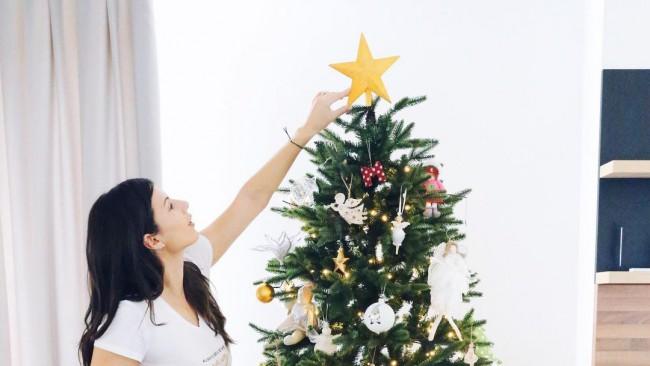 Коледа вече е в дома на бг звездите
