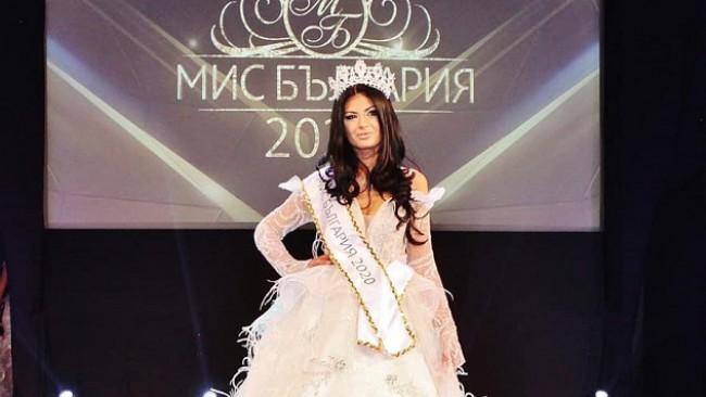 Новата Мис България Венцислава Тафкова духна 22 свещички на уникално 'барби' парти (снимки)