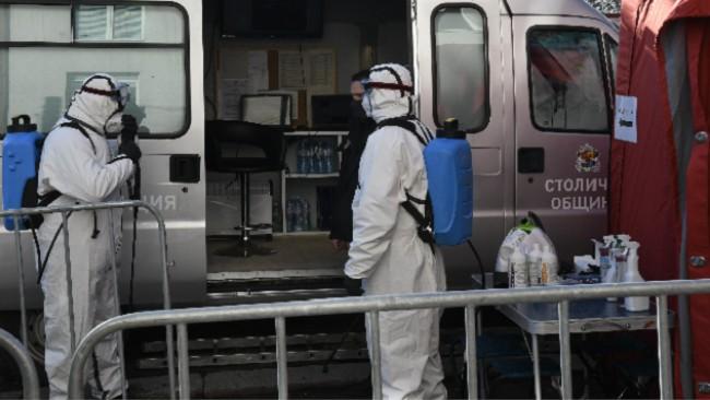 Първият кабинет за ваксинация срещу COVID-19 в София вече отвори врати - имунизират ни на паркинга на магазина