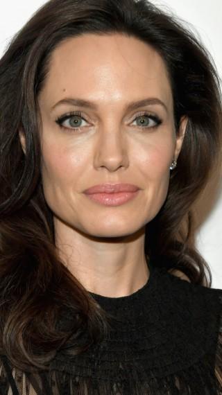 Зад красивите зелени очи: Доказателствата, че Анджелина Джоли е истински агент на FBI