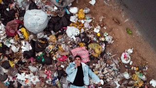 А да не би всъщност ние да сме боклуците?