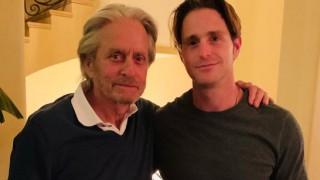 Майкъл Дъглас сподели трогателна снимка на първата среща с внука си