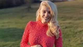 Ева Веселинова с първа фотосесия на близнаците (видео)