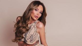Горещи кадри: Моника Валериева на луксозна почивка