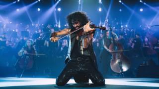 Летящият цигулар със 7 концерта в България