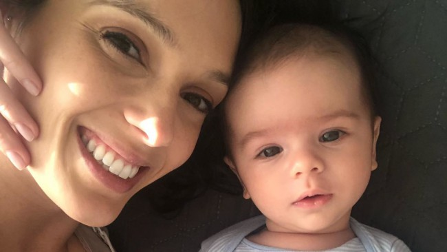 Синът на Луиза Григорова стана на 7 месеца, тя ги отбеляза с тази сладка снимка