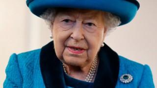 Това е силна жена: Четири дни след смъртта на принц Филип кралицата направи това и предизвика възхищение