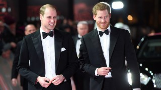 Кралицата се разпореди: Уилям и Хари ще стоят разделени на погребението на дядо си
