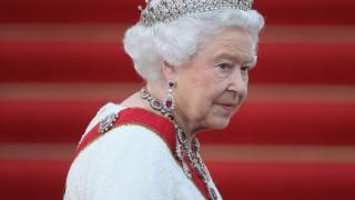Кралицата наруши мълчанието след погребението, ето какво са си казали с Меган
