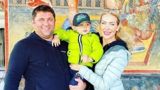 Антония Петрова кръсти сина си и наводни мрежата със снимки