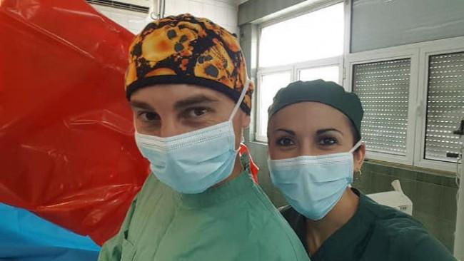 Годежен пръстен между скалпелите: Млад лекар предложи брак на медицинска сестра в операционната на Пирогов (снимки)