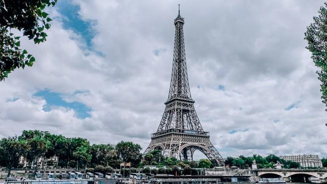 Франция отваря границата за туристи с ваксина срещу COVID-19