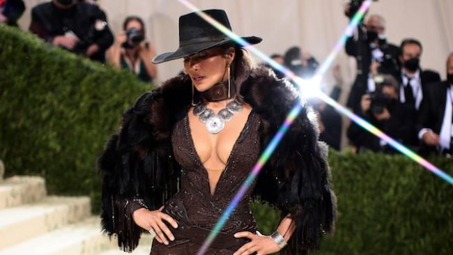 Пандемия ли? Вижте уникалната Met Gala и най-добрите рокли на звездите (снимки)