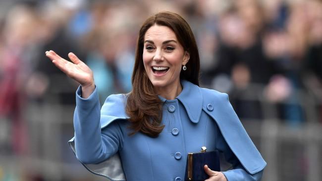 Кейт Мидълтън не се страхува от... тарантули. Херцогинята отново блести, този път в цвят лилав