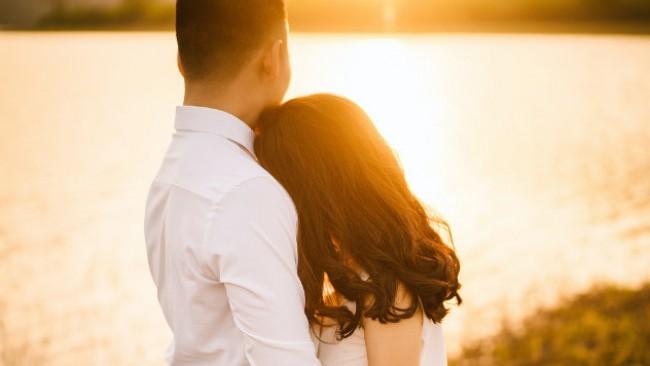 5 тайни знака, че той те обича