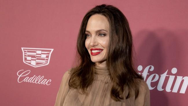 Анджелина Джоли заедно с бившия си съпруг?