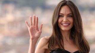 С вечерна рокля и жълти маратонки: Шайло Джоли-Пит надмина майка си по красота (Снимки)