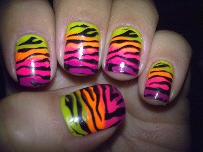 More ladies decorate their nail polishes with animal prints