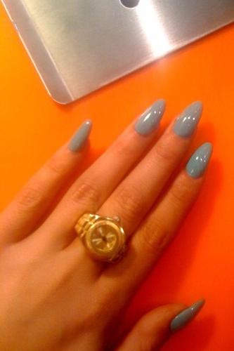 pointy nails rad or bad 1 thumb 333xauto 39799 Stilleto Manicure   Long and Sharp nails