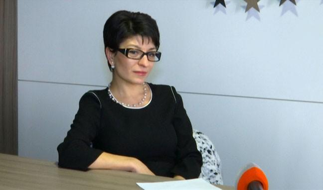 Десислава Атанасова - На жените им се налага да работят двойно повече