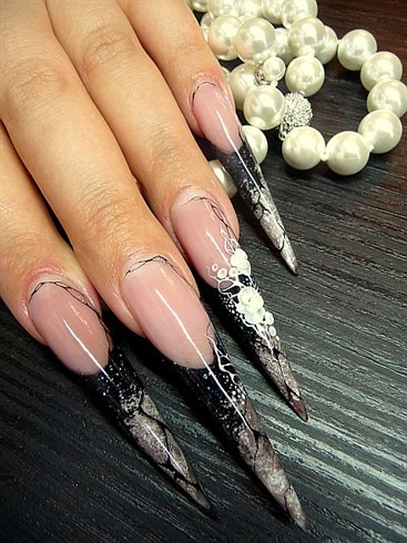 000009242paulinefeinauer 215411 l trends in manicure sharp nail sharp claws shape of nails pointed manicure nail art manicure with decorations long sharp nails