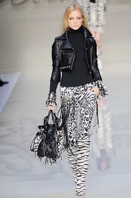 сиво - Облекло, мода, елегантност - Page 2 Blumarine1