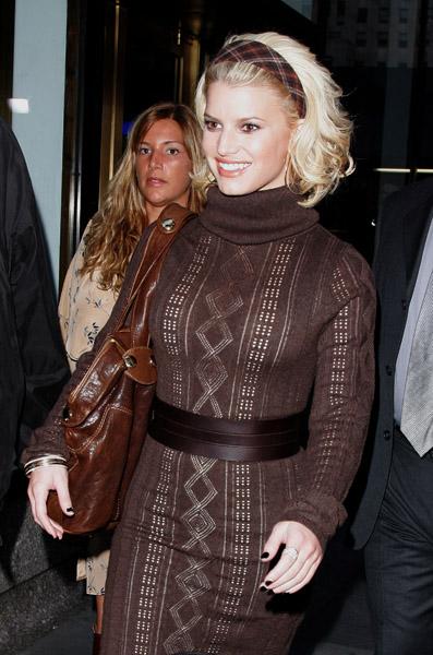 сиво - Облекло, мода, елегантност - Page 2 Jessicasimpsontodayshow3
